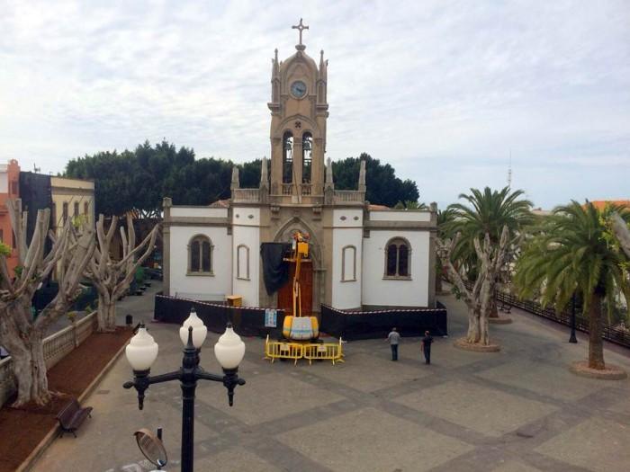 Iglesia de la Virgen de la Luz, con el campanario objeto ahora de una profunda rehabilitación. | DA
