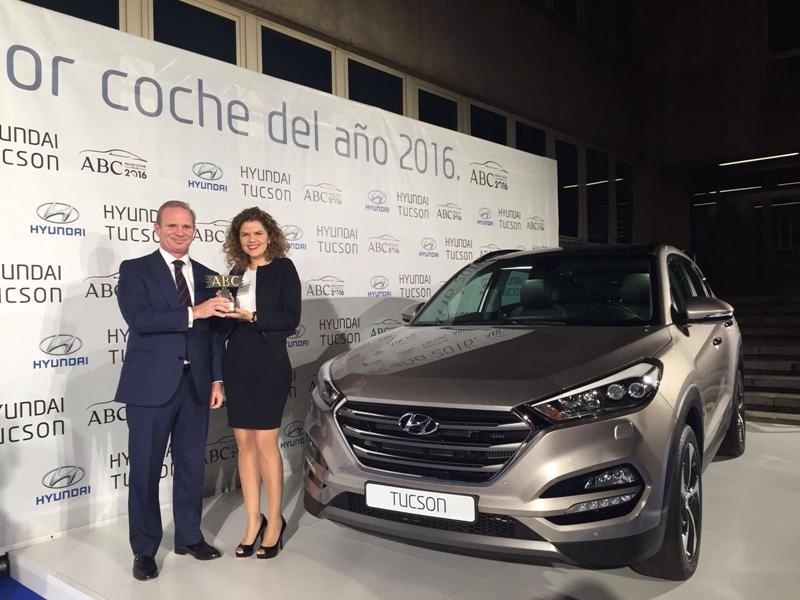 Irene Gálvez, Brand Manager de Hyundai Canarias junto a Leopoldo Satrústegui, Director General de Hyundai España
