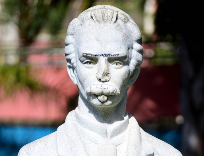 El busto ha sufrido varios actos vandálicos. / SERGIO MÉNDEZ