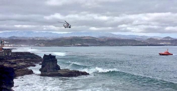 Buzos del GEAS rescatan el cuerpo del hombre que cayó al mar en La Puntilla