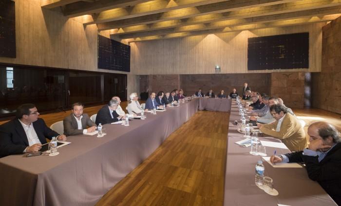 Reunión de Clavijo con representantes del sector primario para presentarles el anteproyecto de la Ley del Suelo. / DA