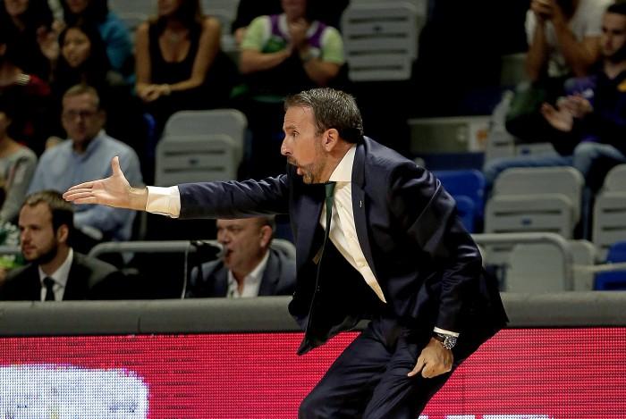 Joan Plaza, entrenador del conjunto malagueño, durante un encuentro de esta temporada. / acb media