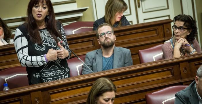 El presidente del Gobierno regional y Podemos hacen una montaña de Tindaya