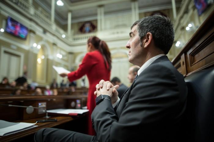 Fernando Clavijo, en el Parlamento. La simplificación de la ley del suelo bien vale una misa. / ANDRÉS GUTIÉRREZ