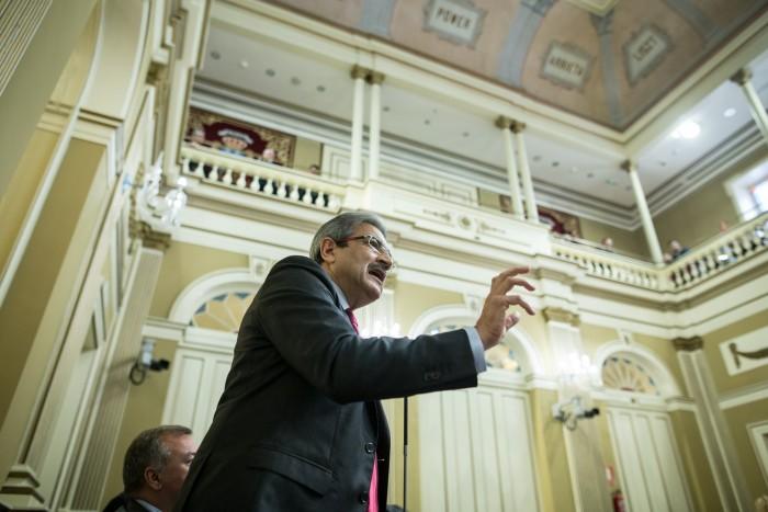 El presidente de NC y portavoz del grupo parlamentario, Román Rodríguez, en un pleno. / ANDRÉS GUTIÉRREZ