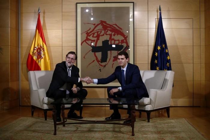 Rajoy y Rivera durante su reunión. | REUTERS