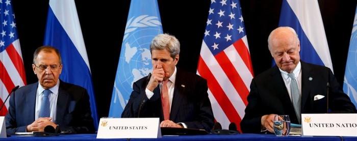 John Kerry junto a su homólogo ruso, Sergei Lavrov. | REUTERS