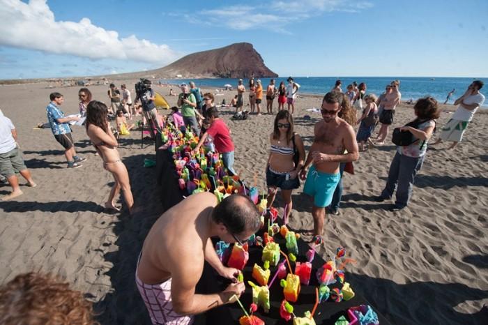 Último acto convocado en la playa de La Tejita, el pasado 20 de enero, contra de la edificación del hotel. / FRAN PALLERO