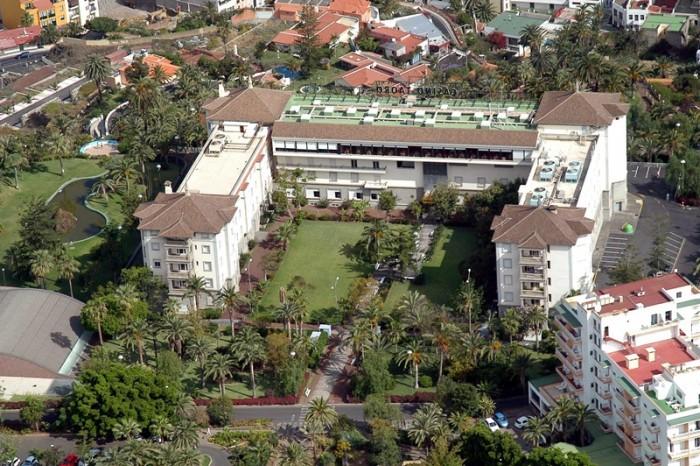 El emblemático edificio del Taoro está cargado de historia, según destacan sus defensores en Facebook. / M. P. P.