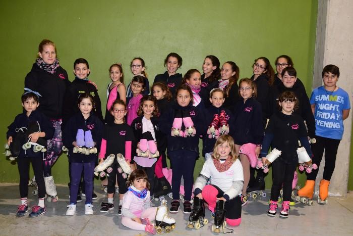 50 niños y niñas de entre 3 y 17 años forman parte de un club que practica las modalidades de patinaje artístico y en línea. / sergio méndez