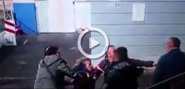 Dos padres acaban a golpes en un partido de fútbol base