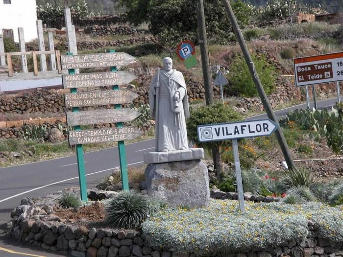 Entrada al casco de Vilaflor, primer municipio en alertar sobre la ola de delincuencia. | DA