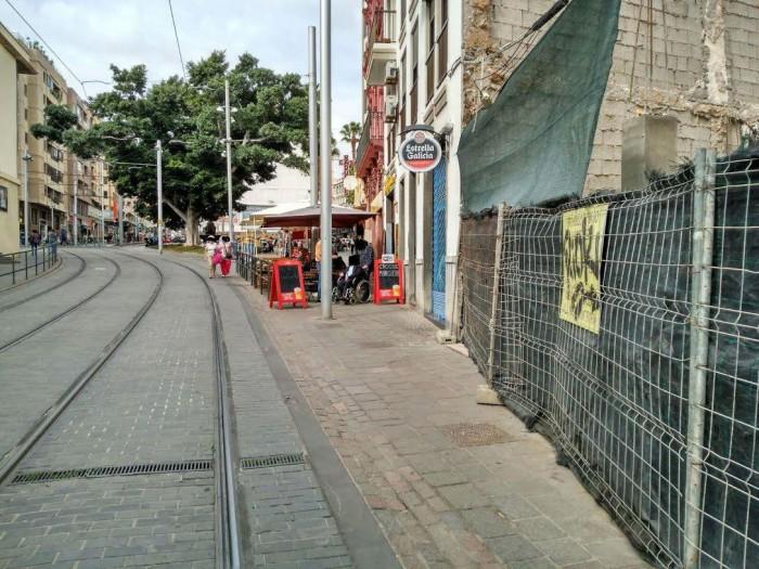 Las terrazas se han convertido en un obstáculo para las personas con discapacidad. / DA