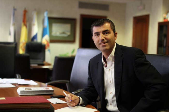 El alcalde apuesta por dar respuestas a los problemas vecinales. | DA