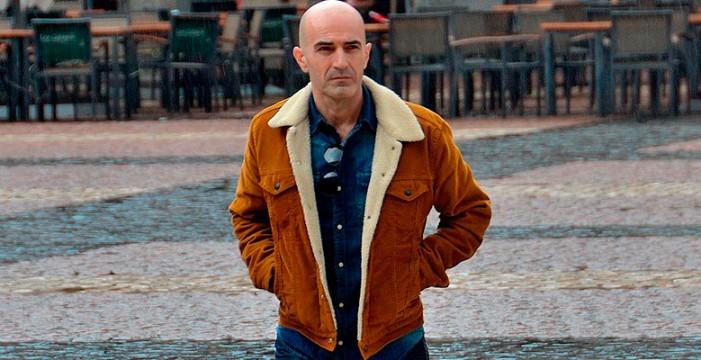 Andrés Expósito presenta la novela 'La ciudad de Aletheia'