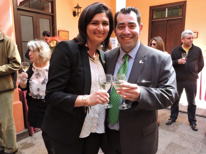 Carmen Luisa Castro y Andrés Alonso brindando hace un año por el proyecto / NORCHI