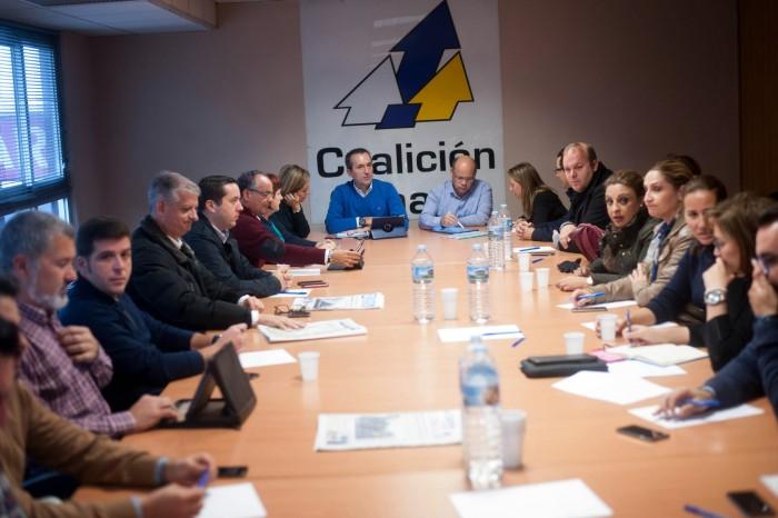 La Comisión Ejecutiva Nacional de CC, ayer, durante la reunión mantenida en la sede insular del partido en la capital tinerfeña. / FRAN PALLERO
