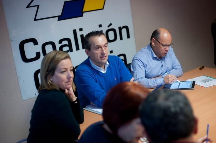 Barragán, con Ruano y Oramas, durante la reunión de la Comisión Ejecutiva de CC, ayer, en Tenerife. / FRAN PALLERO