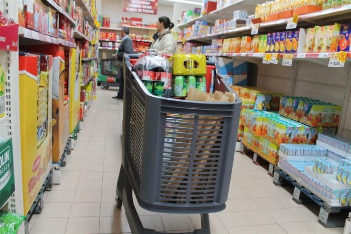 Llenar la cesta de la compra en Santa Cruz de Tenerife supera los 5.000 eurosde media al año. / EP