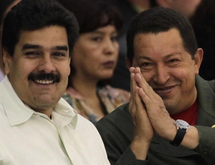 Hugo Chávez y Nicolás Maduro en 2010. / DAVID MERCADO / REUTERS