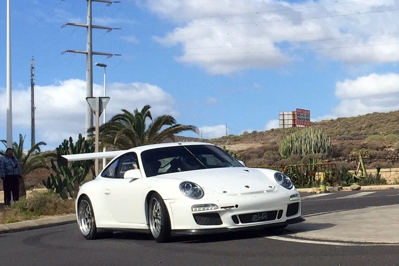 Enrique Cruz durante la prueba del nuevo Porsche en Granadilla. | COPI Sport
