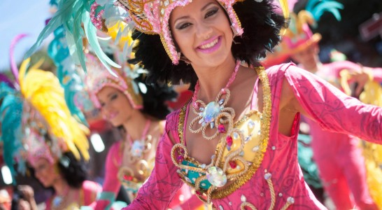 Ritmo, color y calor en el Carnaval de Día