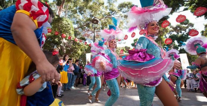 Ritmo, color y calor en el segundo Carnaval de Día