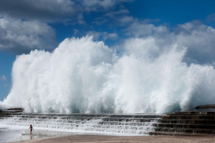 Los temporales de mar producen continuos daños en la estructura del dique de Bajamar. / FRAN PALLERO