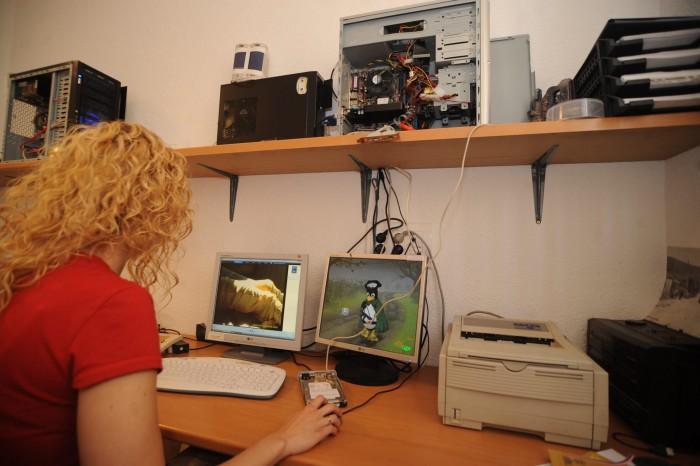 Cada vez son más los jóvenes canarios que están enganchados a Internet y las redes sociales. / DA