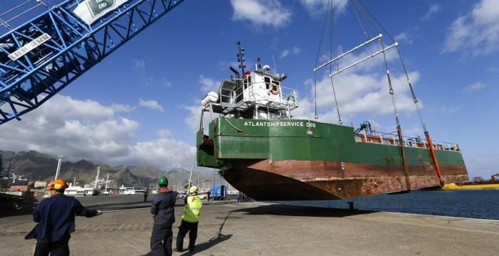 Primera operativa de la gran grúa móvil de reparación naval