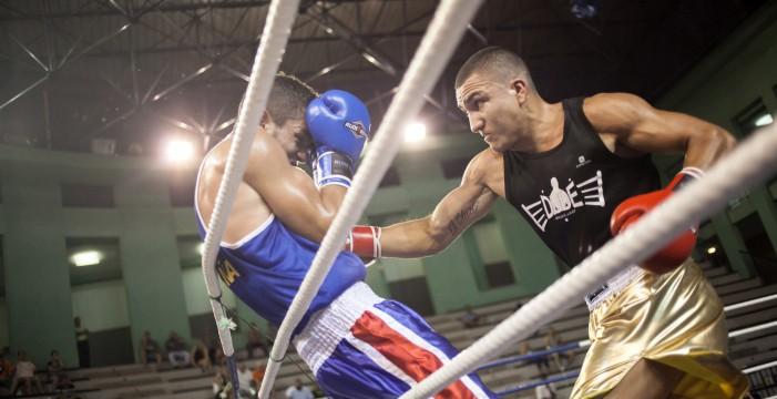 El joven que sobrevivió al bullying gracias al boxeo ya es español
