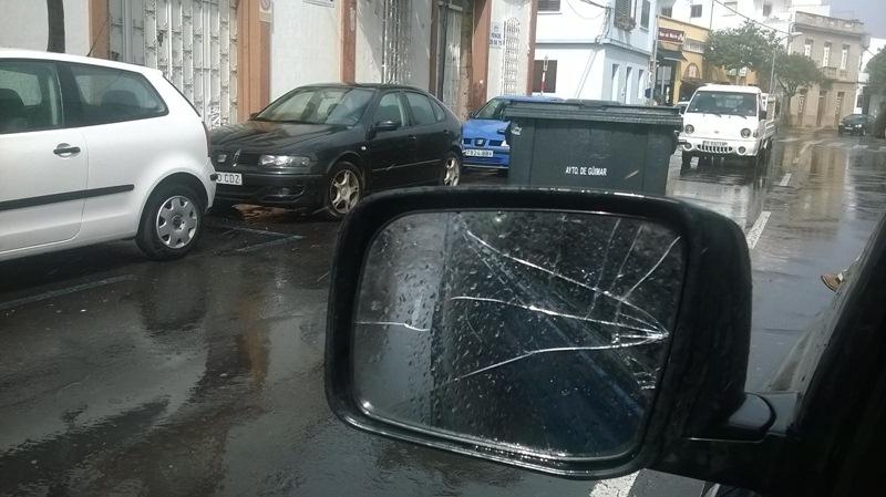 Los contenedores de basura y el viento en Güímar han causado algunos incidentes. / DA