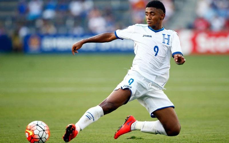 El delantero es el jugador sobre el que recae gran parte del peso de la selección de fútbol de su país. / DA
