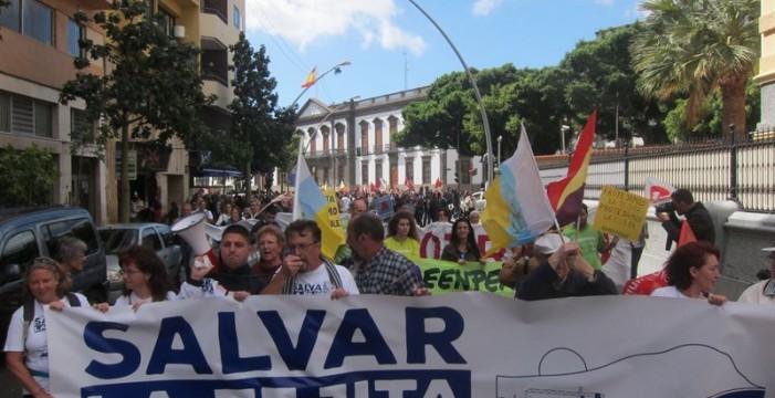 """""""Salvar la Tejita"""" claman más de mil personas en la capital tinerfeña"""