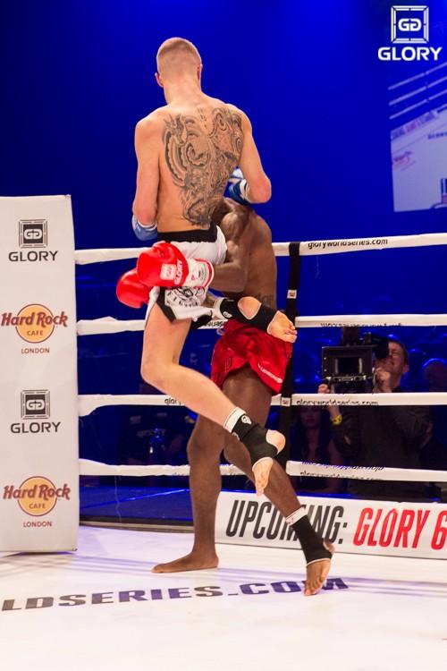 McAllister, en un combate celebrado dentro de una de las galas de Glory. / GLORY