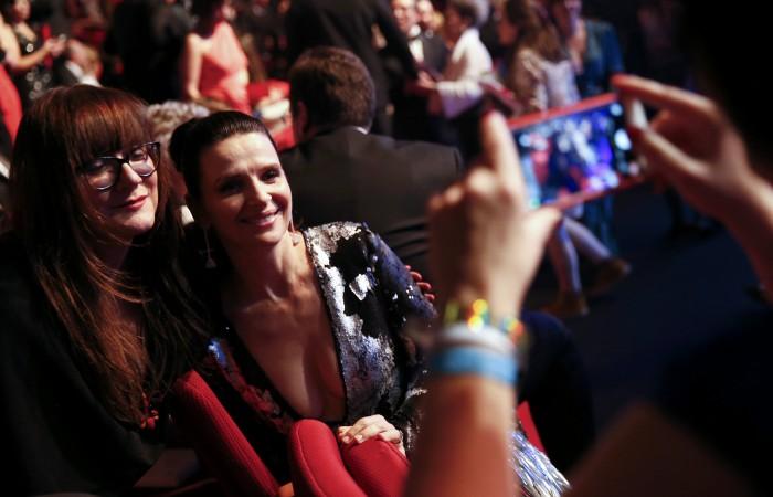 Juliette Binoche y Isabel Coixet, de 'Nadie quiere la noche', grabada en parte en Tenerife. /Reuters