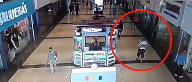 Lo matan a tiros en un centro comercial a plena luz del día