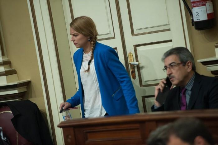 Los portavoces de Podemos y NC, Noemí Santana y Román Rodríguez, respectivamente, durante un pleno. / F. PALLERO