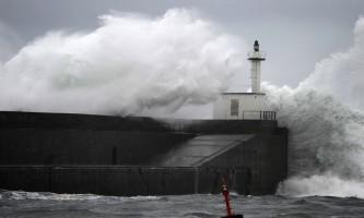 Olas de hasta 9 metros provocarán la alerta roja en el norte de la Península este lunes