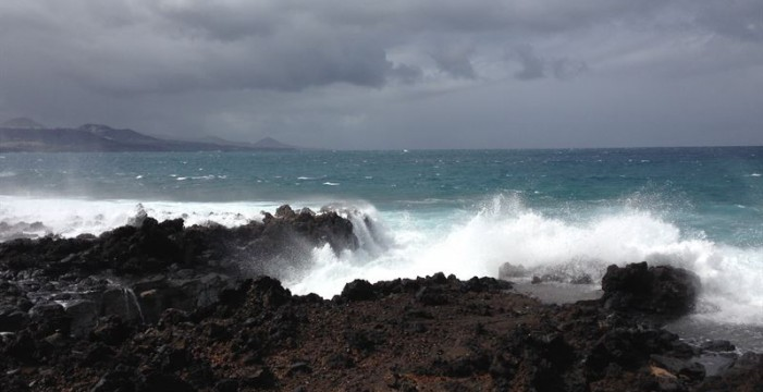 Canarias seguirá este domingo en aviso amarillo por vientos de 70 km/h y olas de cuatro metros