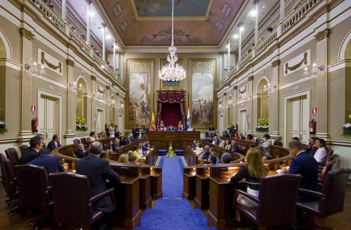 El Parlamento de Canarias volverá a debatir el III Plan de Salud después de múltiples retrasos. / SERGIO MÉNDEZ