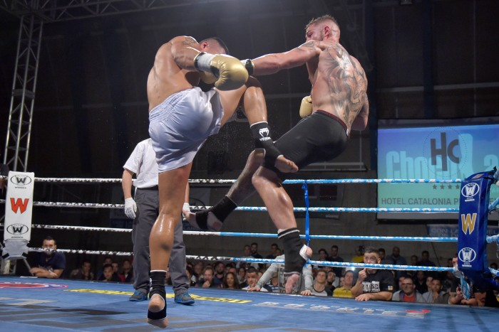 Jonay Risco, durante su combate ante William Diender. / SERGIO MÉNDEZ