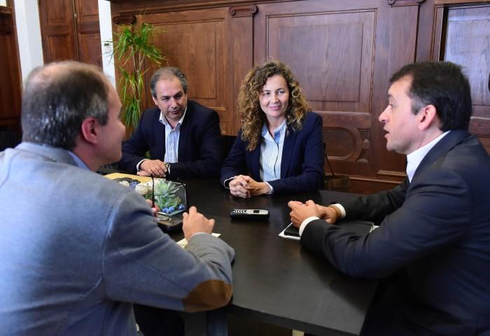 Momento de la reunión de Ornella Chacón y José manuel Bermúdez, ayer, en el Ayuntamiento. / S. M.