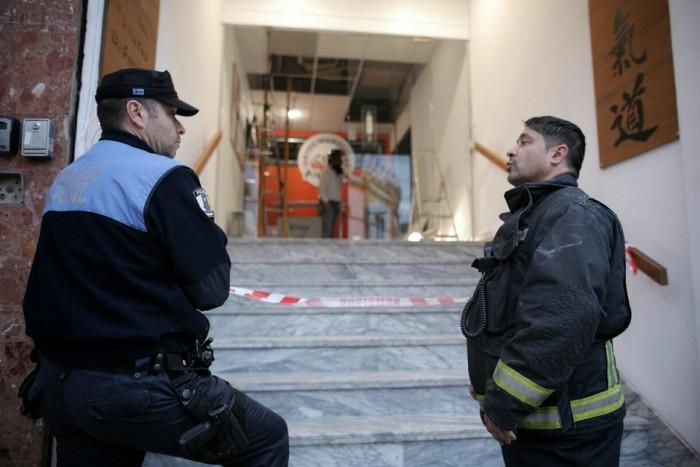 Bomberos y policías locales capitalinos prestaron servicio en el local. / ANDRÉS GUTIÉRREZ