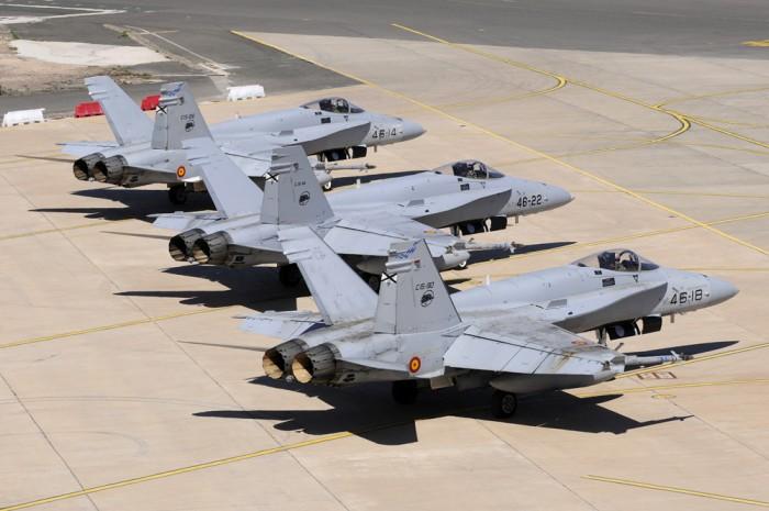 Imagen de archivo de varios F-18 de la base de Gando. / DA