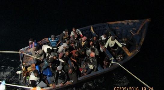 Fallece uno de los 42 inmigrantes rescatados a 10 millas de Gran Canaria