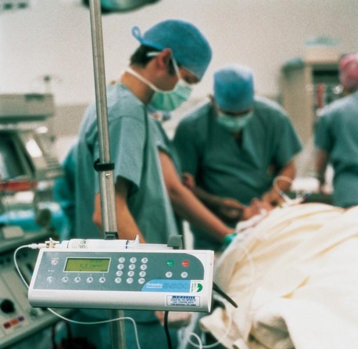 Los quirófanos isleños no pueden asumir las esperas quirúrgicas. / DA
