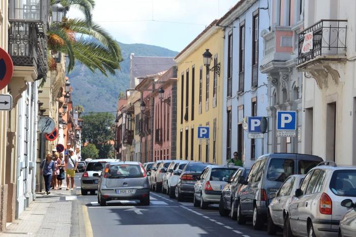 El estado y la limpieza de las calles de La Laguna provocaron 163 quejas o consultas ciudadanas. / SERGIO MÉNDEZ