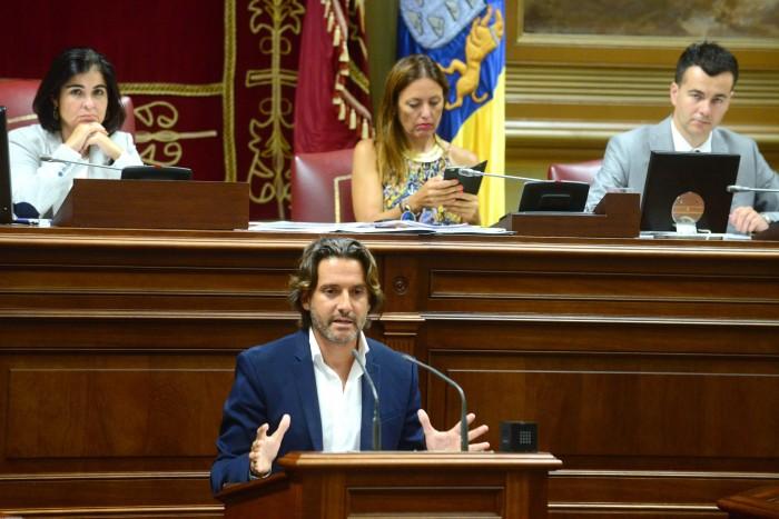 El diputado socialista Gustavo Matos presentará una propuesta concreta de código de buenas prácticas que exigir a la banca. / SERGIO MÉNDEZ