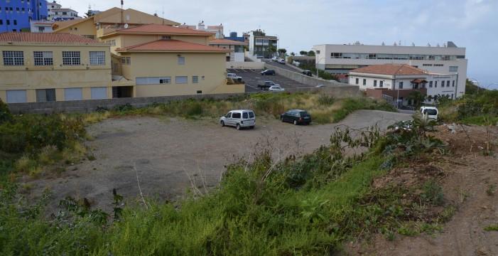 El alcalde demanda al Cabildo más apoyo para mantener la piscina